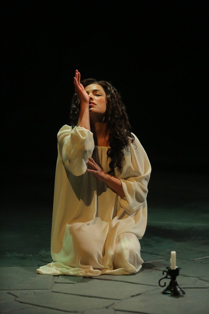 Jacqueline Correa as Lady Macbeth at Arkansas Repertory Theater